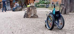 Barrieren auf dem Spielplatz für Rollstuhlnutzer*innen